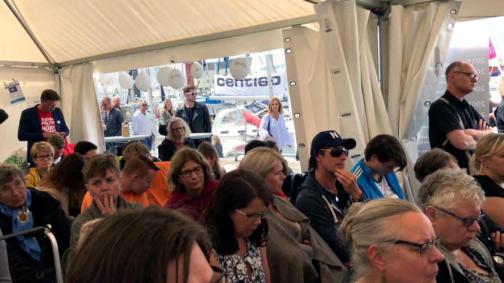 Publiken fyllde Funktionsrätt Sveriges tält i Almedalen.